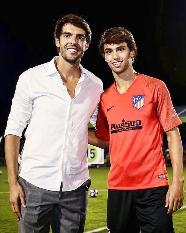 Chỉ cần một bức ảnh, Thiên thần Kaka cùng đàn em của Ronaldo khiến dân mạng phát sốt vì ngoại hình giống nhau đến khó tin - Ảnh 1.