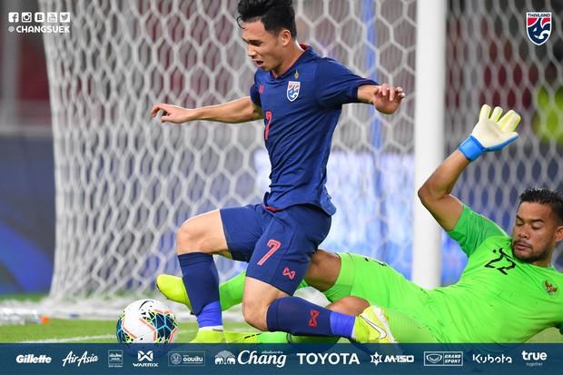 Fan Indonesia tiết lộ chuyện gây sốc: Thủ môn nhận 3 bàn thua trước Thái Lan được lên tuyển là nhờ mẹ cơ cấu? - Ảnh 2.