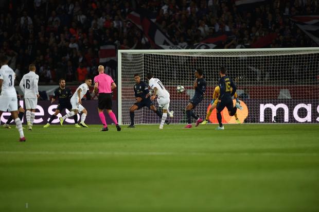 Buồn nhất hôm nay chắc hẳn là fan CLB cũ của Ronaldo: Đội nhà đã thua thảm hại lại còn phải chứng kiến hai pha ăn mừng chí mạng này - Ảnh 4.