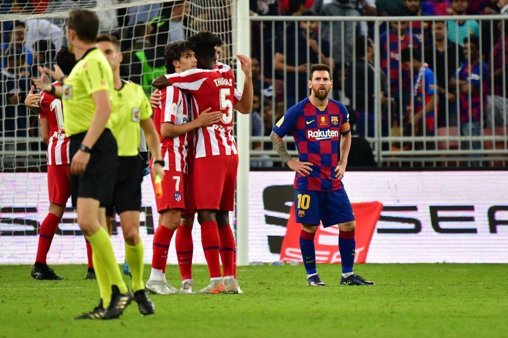 Bị truyền nhân của Ronaldo bật lại, Messi đáp trả bằng màn trình diễn như lên đồng nhưng sau cùng vẫn phải nhận cái kết đắng ngắt - Ảnh 10.