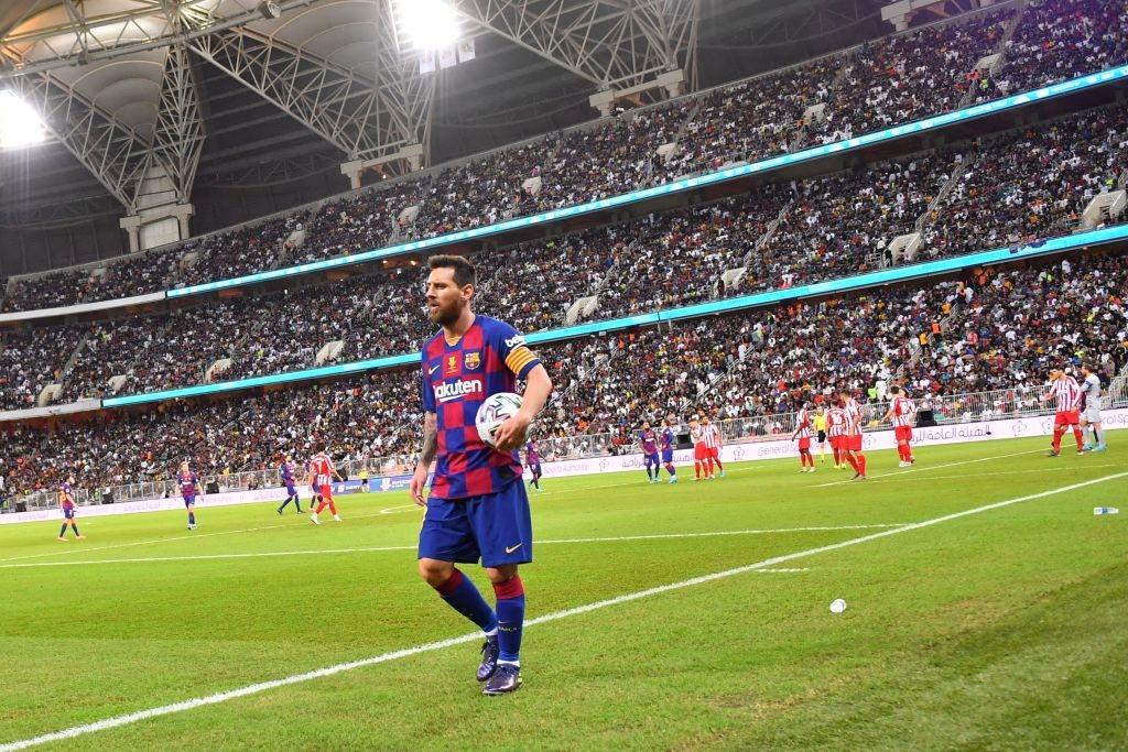 Bị truyền nhân của Ronaldo bật lại, Messi đáp trả bằng màn trình diễn như lên đồng nhưng sau cùng vẫn phải nhận cái kết đắng ngắt - Ảnh 1.