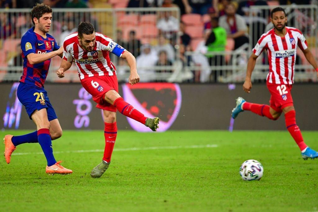 Bị truyền nhân của Ronaldo bật lại, Messi đáp trả bằng màn trình diễn như lên đồng nhưng sau cùng vẫn phải nhận cái kết đắng ngắt - Ảnh 3.