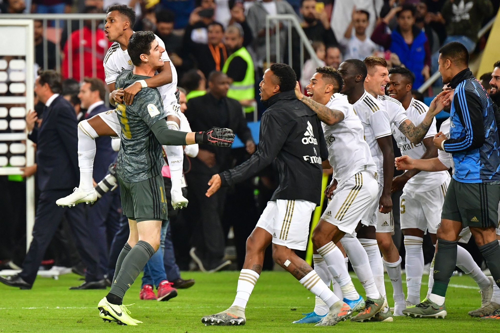 Thầy cũ của Ronaldo sắm vai Vua Midas, Real Madrid giành danh hiệu đầu tiên mùa này - Ảnh 7.