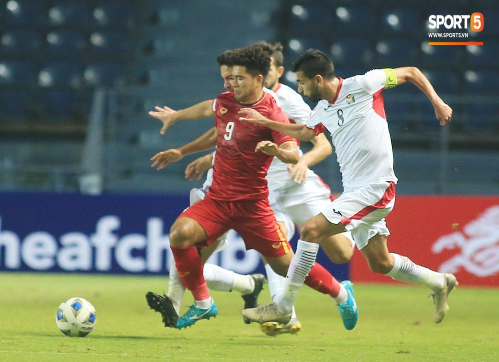 Truyền thông châu Á chê bai cực gắt: Đội tuyển U23 Việt Nam gây thất vọng tràn trề, thi đấu mà không có chút tiến bộ nào - Ảnh 2.
