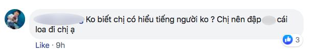 Nhiều người tràn vào Facebook cá nhân để sỉ nhục nữ CĐV cầm loa hát Bay lên trời là em bay ra ngoài: Fan bóng đá có văn hóa thì không làm thế - Ảnh 1.