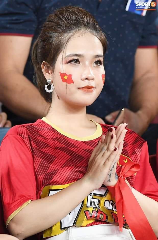 Bạn gái tin đồn của Quang Hải đăng status tâm trạng, fan đoán: Có mùi sắp toang rồi - Ảnh 2.