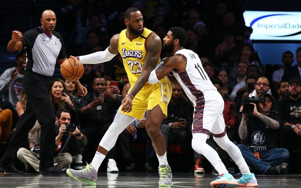 """""""Nhà vua"""" lập triple-double, giúp Los Angeles Lakers vượt qua """"Hoàng tử"""" thành Brooklyn Nets"""