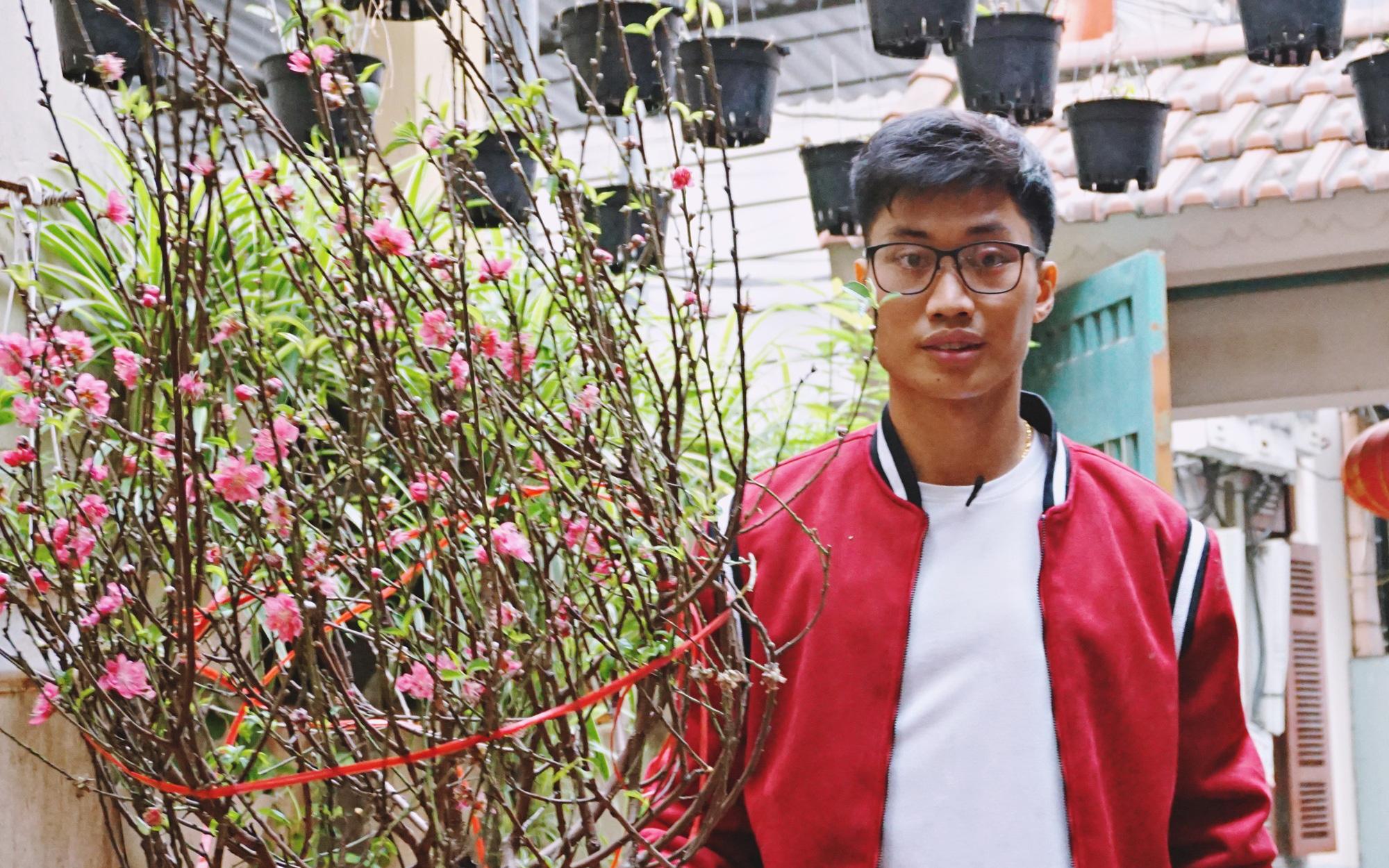 Thủ thành của CLB Hà Nội chia sẻ cảm động về ý nghĩa của ngày Tết, cùng mẹ đi chợ và gói bánh chưng cúng Tất niên