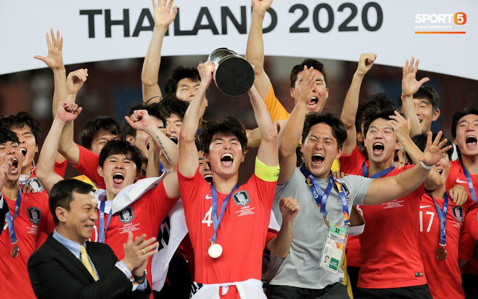 Dàn hot boy Hàn Quốc vỡ òa hạnh phúc khi nâng cao chiếc cúp vô địch U23 châu Á 2020