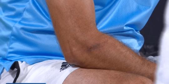 """Góc cả giận mất khôn: Để thua """"gã trai hư"""", hot boy quần vợt nổi điên đập phá gây chấn thương cho cha - Ảnh 2."""