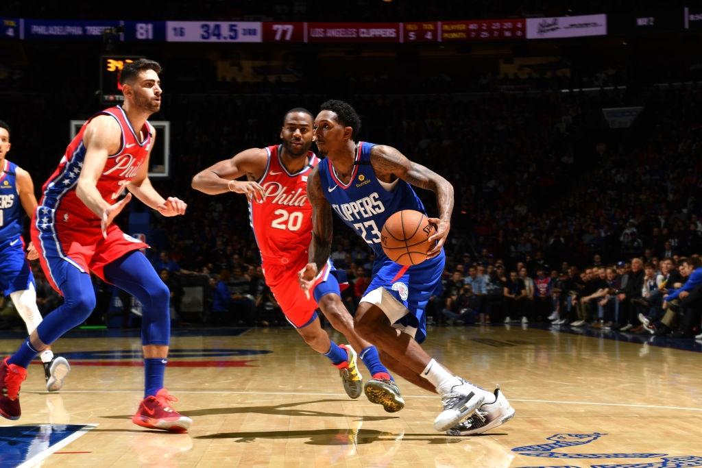 Joel Embiid và Marcus Morris biến Wells Fargo Center thành võ đài trong chiến thắng của Philadelphia 76ers - Ảnh 4.