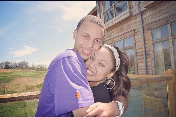 Ngôi sao bóng rổ Stephen Curry và câu chuyện tình cọc đi tìm trâu kéo dài hơn một thập kỷ khiến ai cũng phải ao ước - Ảnh 2.