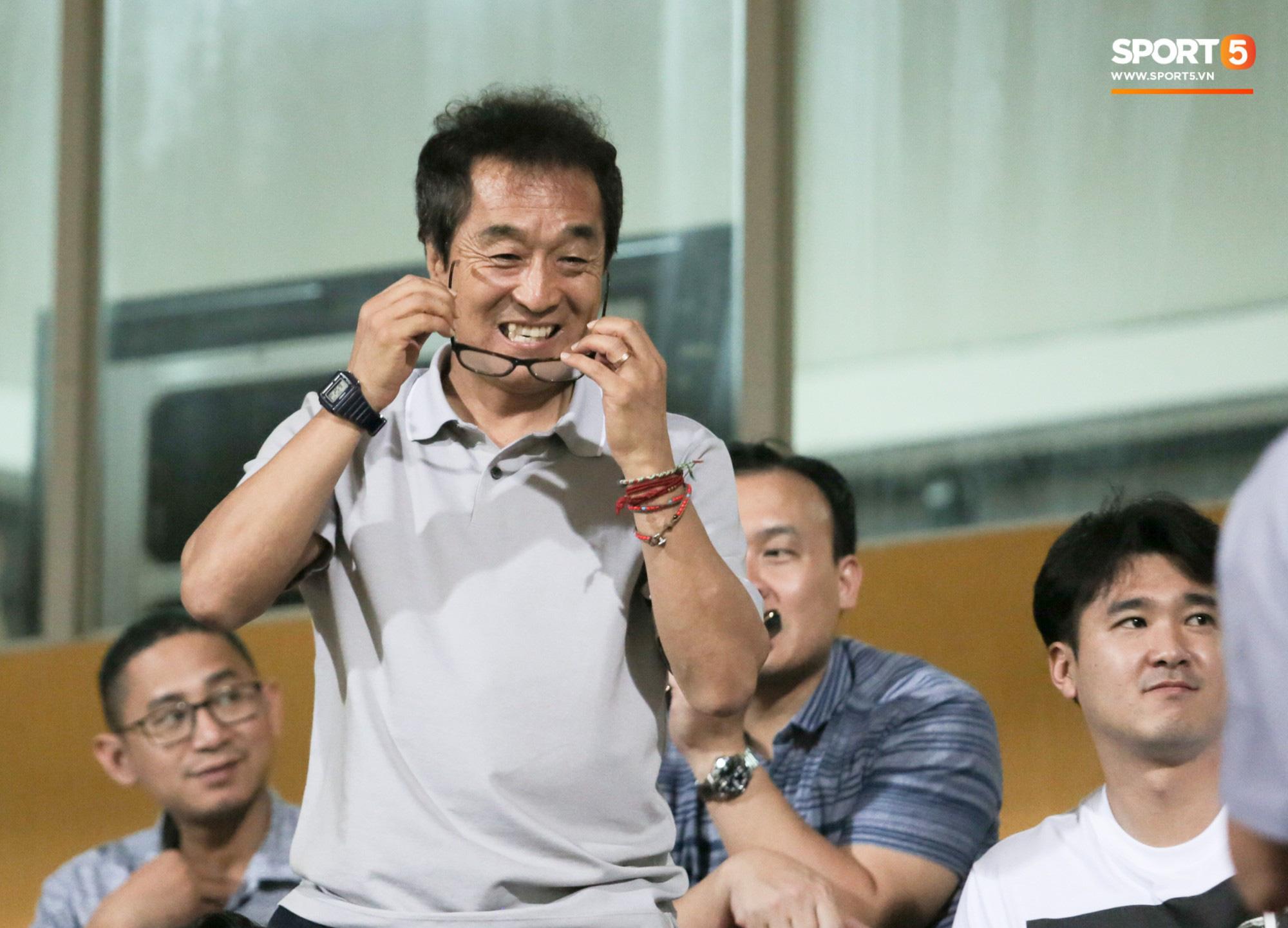 Góc khuất HLV Lee Young-jin: Từng đánh trọng tài, bị kỳ thị ở Hàn vì thói quen trả đũa đối phương - Ảnh 2.