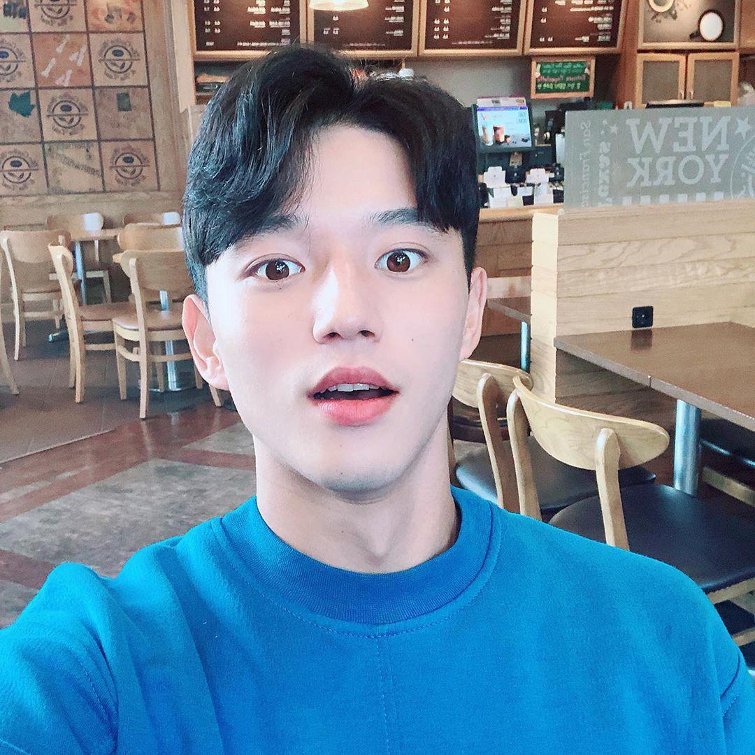 Cầu thủ đẹp trai nhất Hàn Quốc tiếp tục gây sốt tại giải U23 châu Á, được báo chí quê nhà khen ngợi: Chỉ 3 giây lên hình, cậu ấy đã khiến tất cả trầm trồ - Ảnh 2.