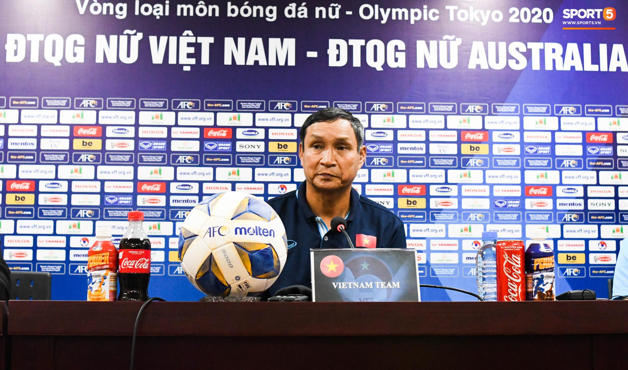 HLV Mai Đức Chung khẳng định tuyển nữ Việt Nam không buông xuôi: Mình từng thua Australia 9 bàn cơ mà, thua 0-5 là bình thường - Ảnh 1.