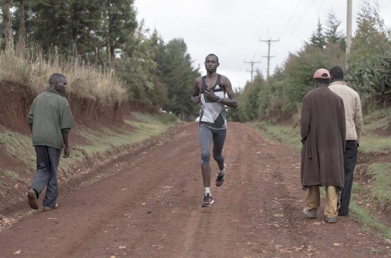 Ở Kenya, người ta đã biến những cậu bé nghèo khổ thành huyền thoại điền kinh như thế nào? - Ảnh 4.