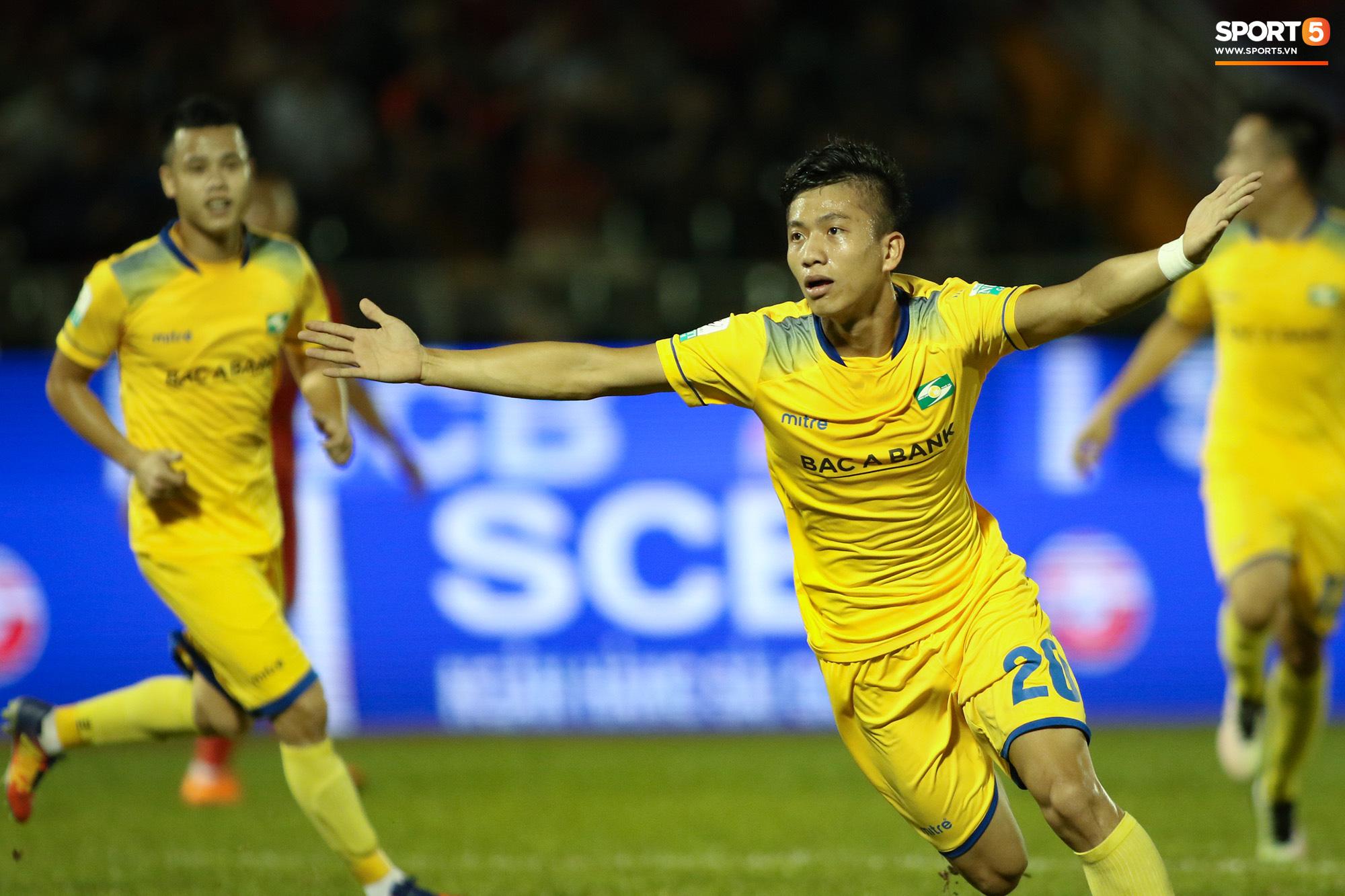 Hết hạn cách ly, HLV Park Hang-seo có thể đi soi giò Phan Văn Đức - Ảnh 1.