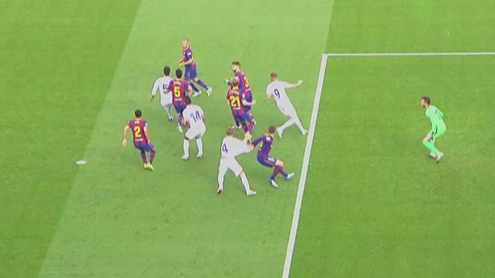 Tranh cãi nảy lửa xoay quanh quả penalty của Real Madrid tại Siêu kinh điển - Ảnh 2.