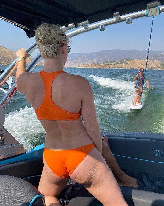 """""""Nữ thần"""" trượt tuyết Lindsey Vonn đăng loạt hình để lộ những khiếm khuyết của cơ thể, có lời chia sẻ xúc động: Hãy cứ tự tin vào bản thân mình - Ảnh 3."""