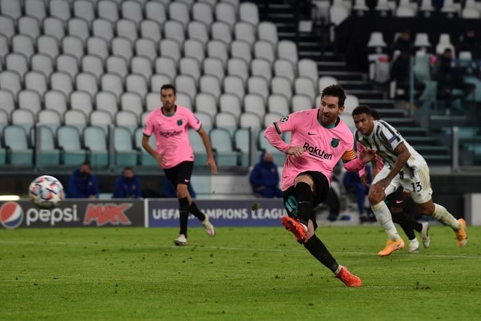 Messi vô đối ở vòng bảng Champions League, sao MU lập hat-trick chưa từng xuất hiện ở sân chơi danh giá nhất châu Âu - Ảnh 1.