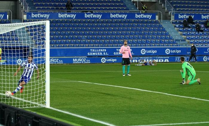 Thắng thuyết phục tại Champions League nhưng Barca và Messi lại ngã ngựa ở La Liga - Ảnh 4.