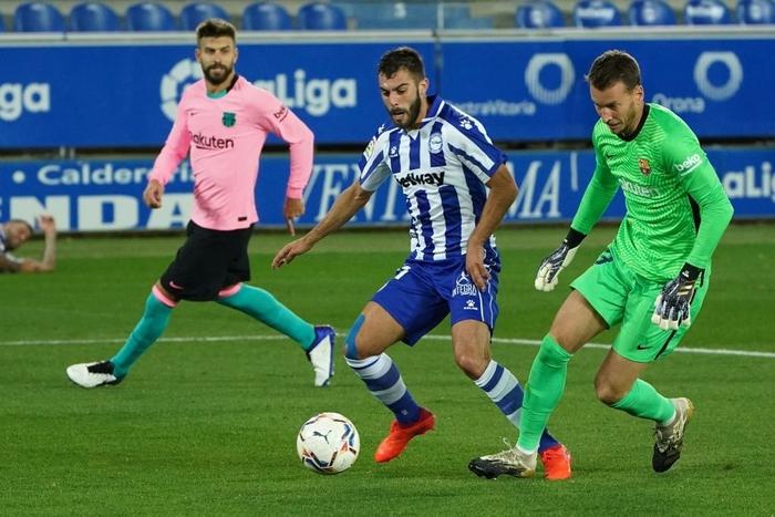 Thắng thuyết phục tại Champions League nhưng Barca và Messi lại ngã ngựa ở La Liga - Ảnh 3.