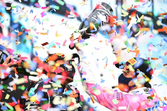 Lewis Hamilton rơi nước mắt trong ngày cân bằng kỷ lục 7 lần vô địch F1 thế giới của huyền thoại Michael Schumacher - Ảnh 6.