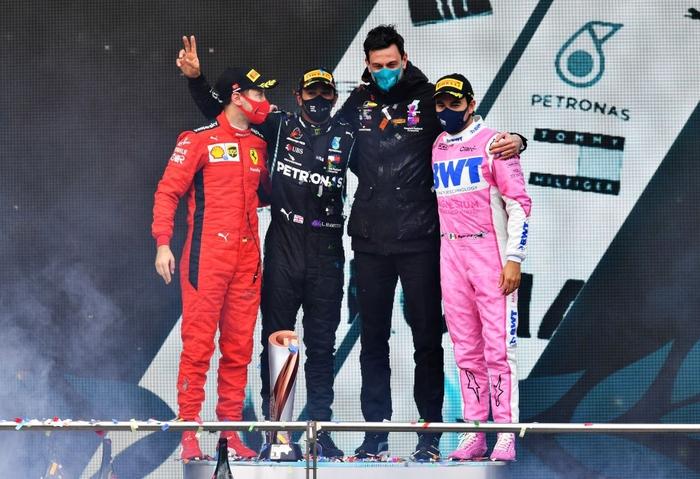 Lewis Hamilton rơi nước mắt trong ngày cân bằng kỷ lục 7 lần vô địch F1 thế giới của huyền thoại Michael Schumacher - Ảnh 8.