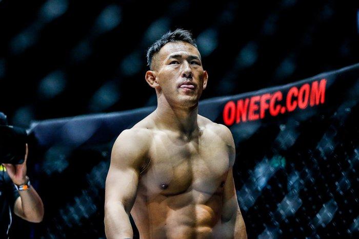 Bại tướng của nhà vô địch Thành Lê tái xuất ấn tượng, đả bại đối thủ bằng đòn knock-out đẹp mắt - Ảnh 1.
