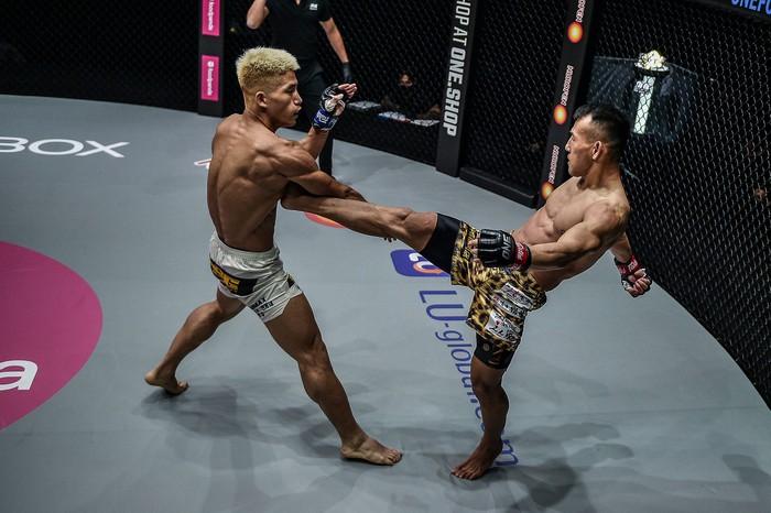 Bại tướng của nhà vô địch Thành Lê tái xuất ấn tượng, đả bại đối thủ bằng đòn knock-out đẹp mắt - Ảnh 4.