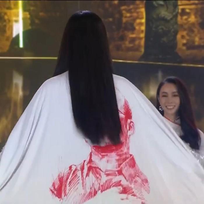 """HLV Park Hang-seo xuất hiện trên áo dài trong đêm chung kết Hoa hậu Việt Nam nhưng lại khiến fan """"tức mắt"""" vì tóc thí sinh che gần hết - Ảnh 1."""