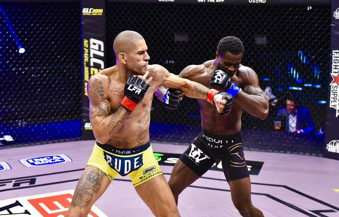 Kickboxer số 1 thế giới chuyển sang đấu MMA, tung một đấm khiến đối thủ mất nhận thức - Ảnh 2.