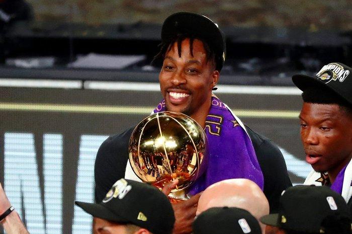 """Dwight Howard """"quay xe"""" ngoạn mục, từ bỏ Los Angeles Lakers để cập bến Philadelphia 76ers - Ảnh 3."""
