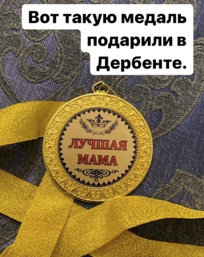 """Khabib nhận được huy chương """"con ngoan"""" sau khi nghe lời mẹ giải nghệ ở tuổi 32 - Ảnh 1."""
