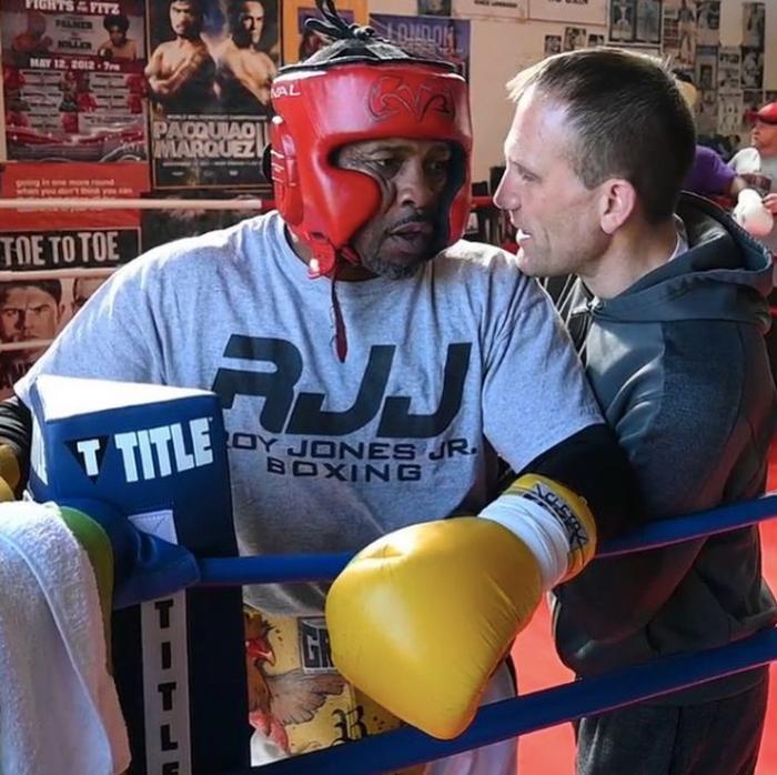 """Roy Jones phô diễn tốc độ cực """"khủng"""" trước thềm trận đại chiến với Mike Tyson - Ảnh 3."""