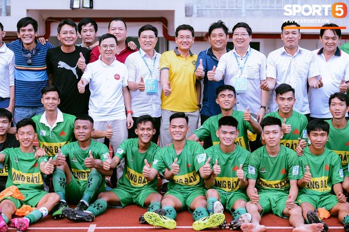 Góp mặt tại bán kết SV-League 2020, ĐH Nông Lâm tiếp tục nhận thưởng nóng sau khi hạ gục đội bóng bầu Hải - Ảnh 10.