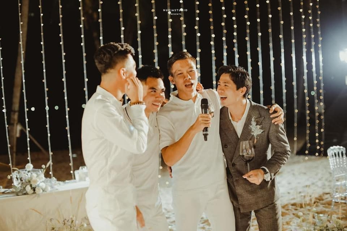"""""""Họ nhà trai"""" đồng loạt xả hình đám cưới Công Phượng: Hải Quế dặn dò """"vợ luôn đúng nha em"""" - Ảnh 3."""