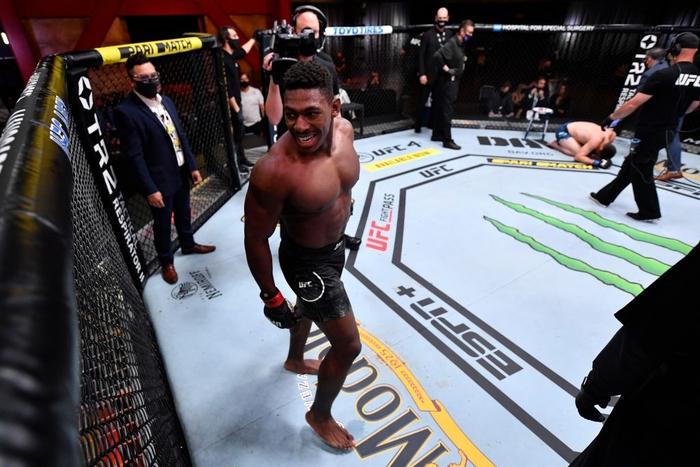 """""""Hiện tượng"""" Joaquin Buckley có thêm chiến thắng ấn tượng tại UFC, nhận được khoảng thưởng nóng 50 nghìn USD - Ảnh 3."""
