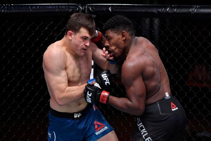 """""""Hiện tượng"""" Joaquin Buckley có thêm chiến thắng ấn tượng tại UFC, nhận được khoảng thưởng nóng 50 nghìn USD - Ảnh 2."""