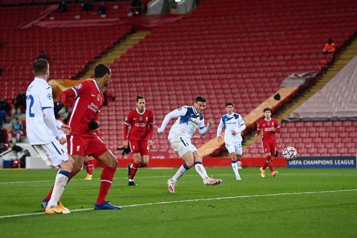 """Tiền đạo bị """"cắm sừng"""" tỏa sáng khiến Liverpool bại trận cùng thống kê đáng quên ở Champions League - Ảnh 8."""