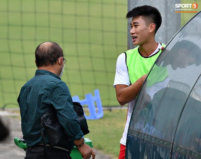 Tân binh của ĐTQG nhạt nhòa trong ngày HLV Park Hang-seo dự khán giải U21 Quốc gia - Ảnh 3.