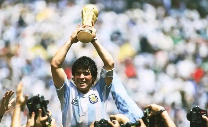 """""""Ronaldo và Messi đừng mơ nhận được sự ngưỡng mộ như Maradona từng có"""" - Ảnh 2."""