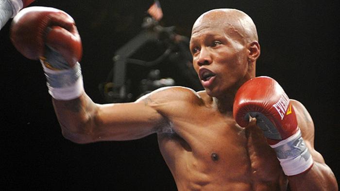 """Mike Tyson """"lỡ tay"""" đấm bay răng của bạn tập - Ảnh 2."""