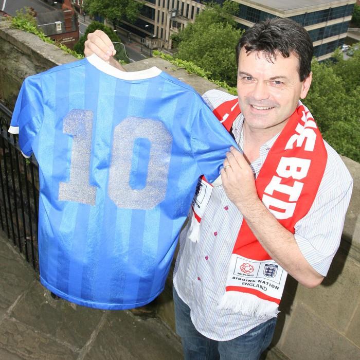 """Áo Maradona mặc ở siêu phẩm """"bàn tay của chúa"""" giá 2 triệu USD - Ảnh 1."""