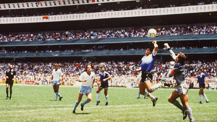 """Áo Maradona mặc ở siêu phẩm """"bàn tay của chúa"""" giá 2 triệu USD - Ảnh 2."""