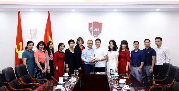 Quang Hải và Quách Thị Lan trở thành sinh viên trường đại học kinh tế hàng đầu Việt Nam - Ảnh 1.