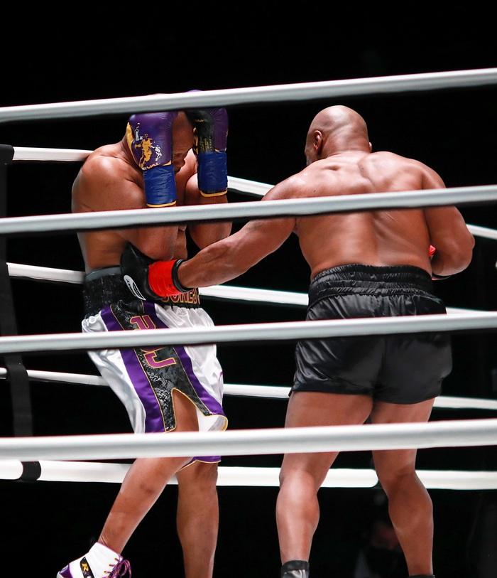 Sốc: Mike Tyson vs Roy Jones Jr có lượt mua PPV cao hơn Tyson Fury vs Deontay Wilder - Ảnh 3.