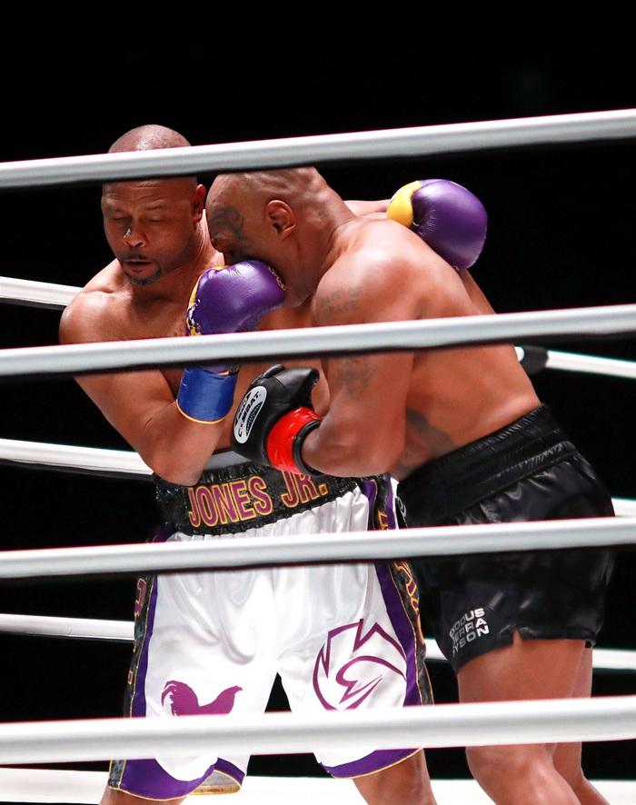 Sốc: Mike Tyson vs Roy Jones Jr có lượt mua PPV cao hơn Tyson Fury vs Deontay Wilder - Ảnh 2.