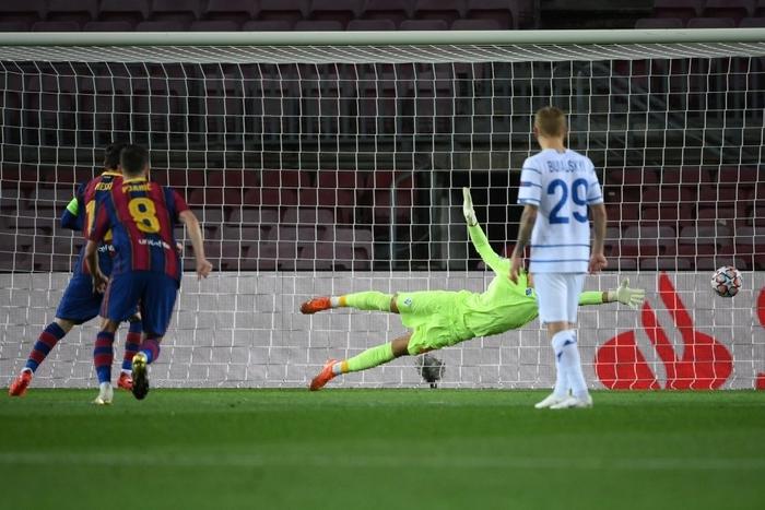 Messi lập kỷ lục trên chấm penalty, Barca nhọc nhằn giành 3 điểm - Ảnh 2.