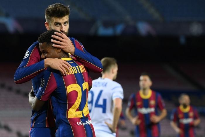 Messi lập kỷ lục trên chấm penalty, Barca nhọc nhằn giành 3 điểm - Ảnh 7.